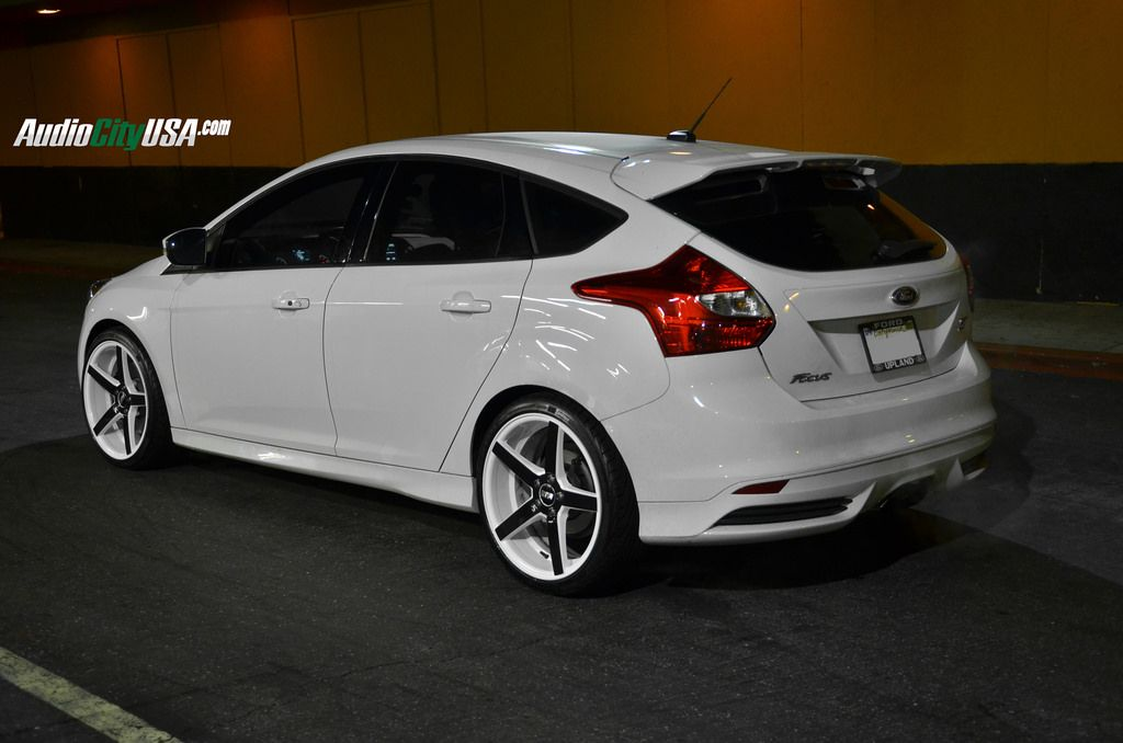 19 Str 607 White Windows Black Face On 2014 Ford Focus St Wheels