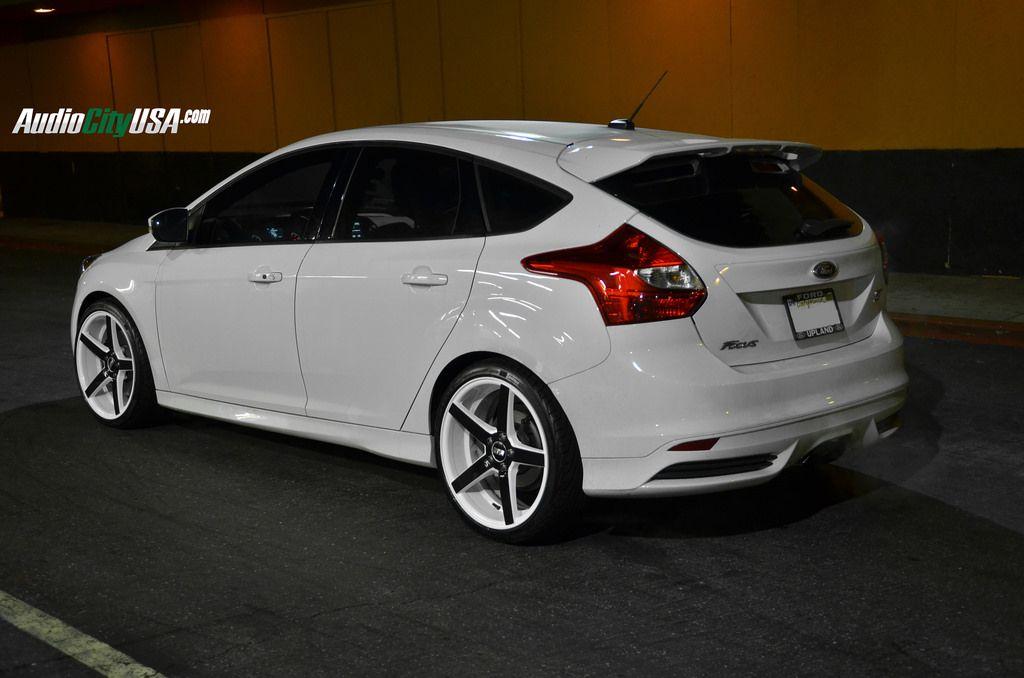 19 str 607 white windows black face on 2014 ford focus st wheels