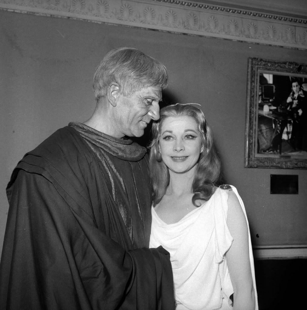 Laurence Olivier (Titus) and Vivien Leigh (Lavinia) mingle ...