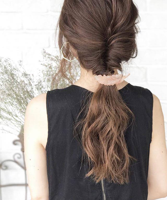 40代女性のヘアアレンジ特集 簡単で大人可愛いまとめ髪スタイルを大公開 Folk 髪型 まとめ髪 簡単 ロング 髪型 ロング パーマ