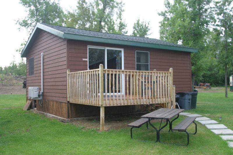 Sunset Lodge Resort Cabin 7 On Oak Island Offers A Main