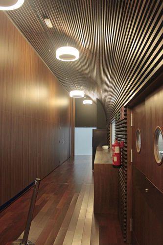 Falso techo decorativo de madera con lminas SPIGOGROUP Techos