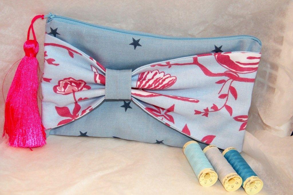 Jolie pochette bleue et rose fluo - Atelier Vanille et Vega