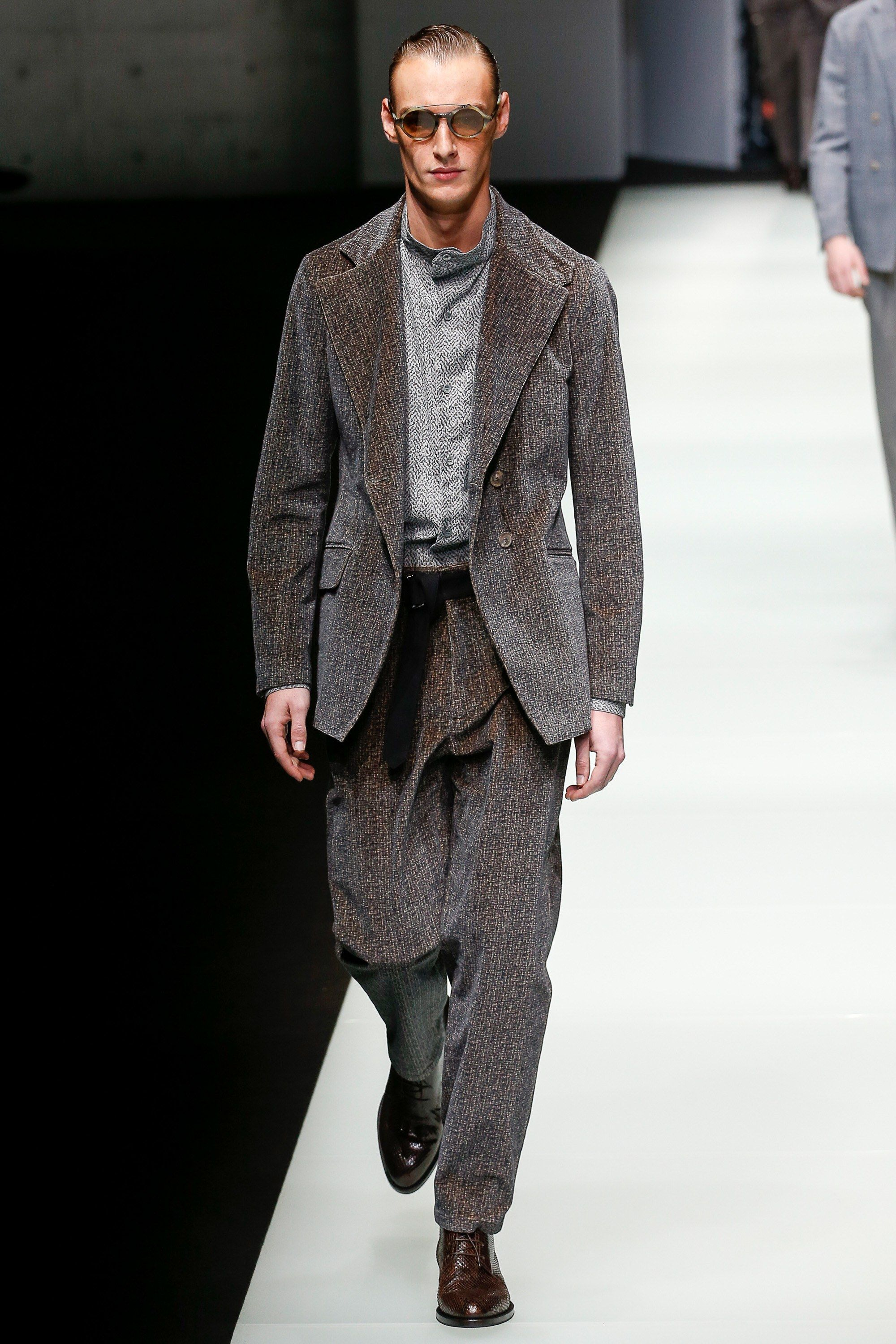 29fd25848e33 The complete Giorgio Armani Fall 2018 Menswear fashion show now on Vogue  Runway.