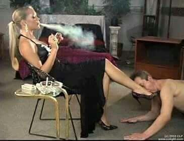 kiss woman feet