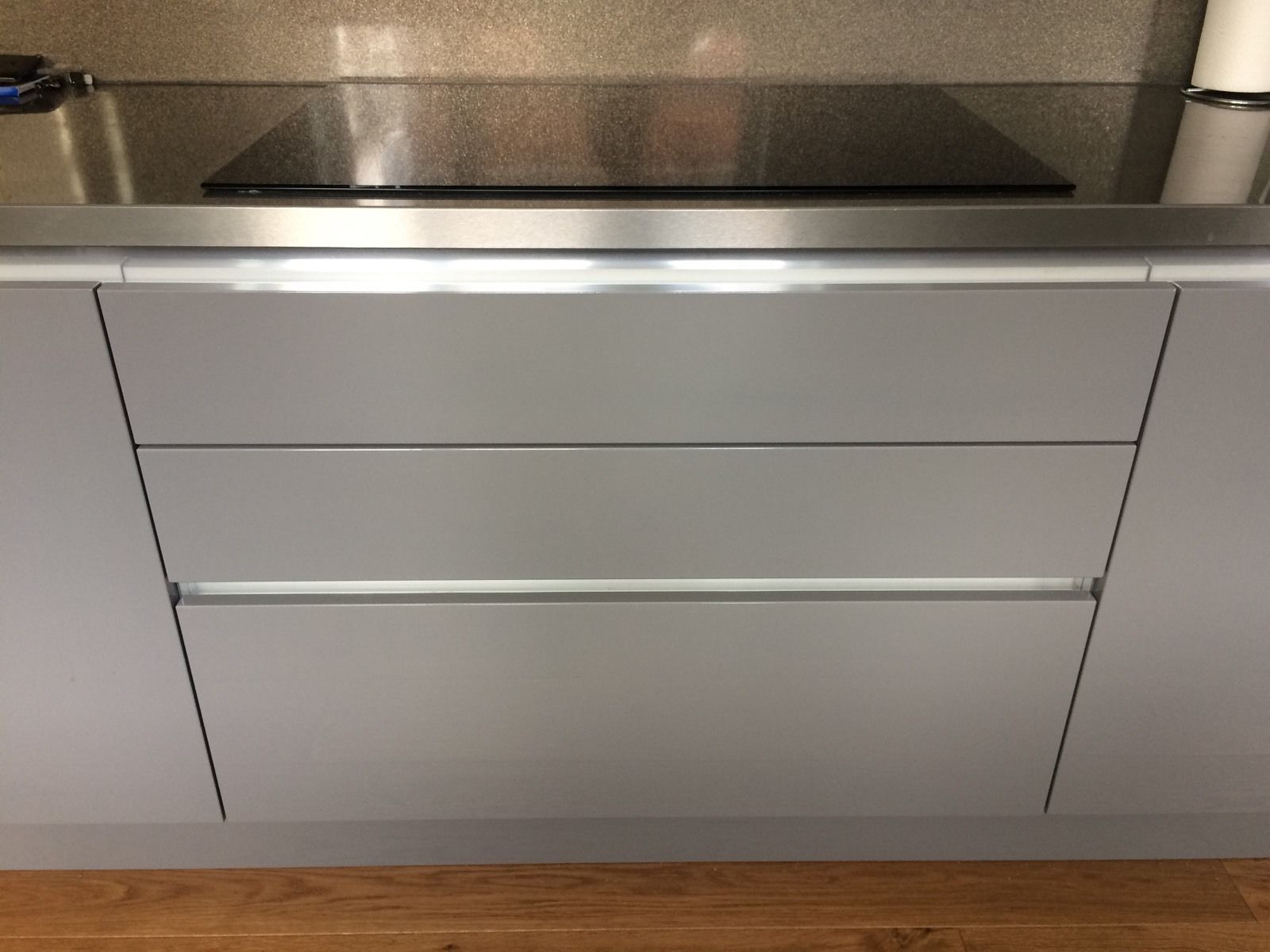 Wren linea linda barker gullwing grey gloss 1m 3 drawer for Grey kitchen units sale