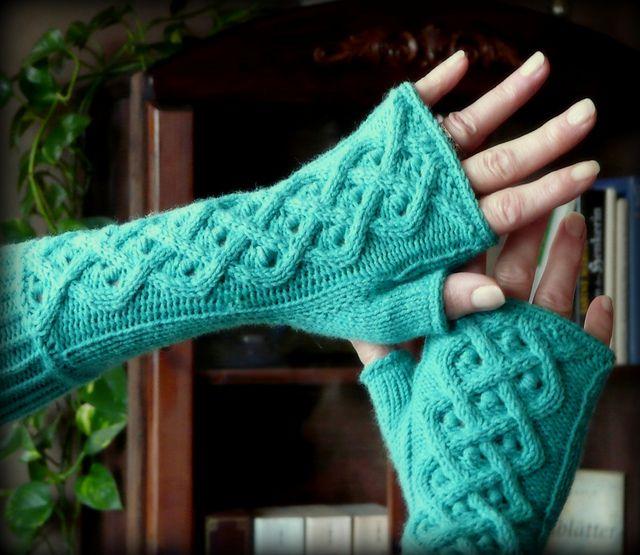 Armwärmer / Handstulpen pattern by Betty Aloui | Guantes tejidos ...