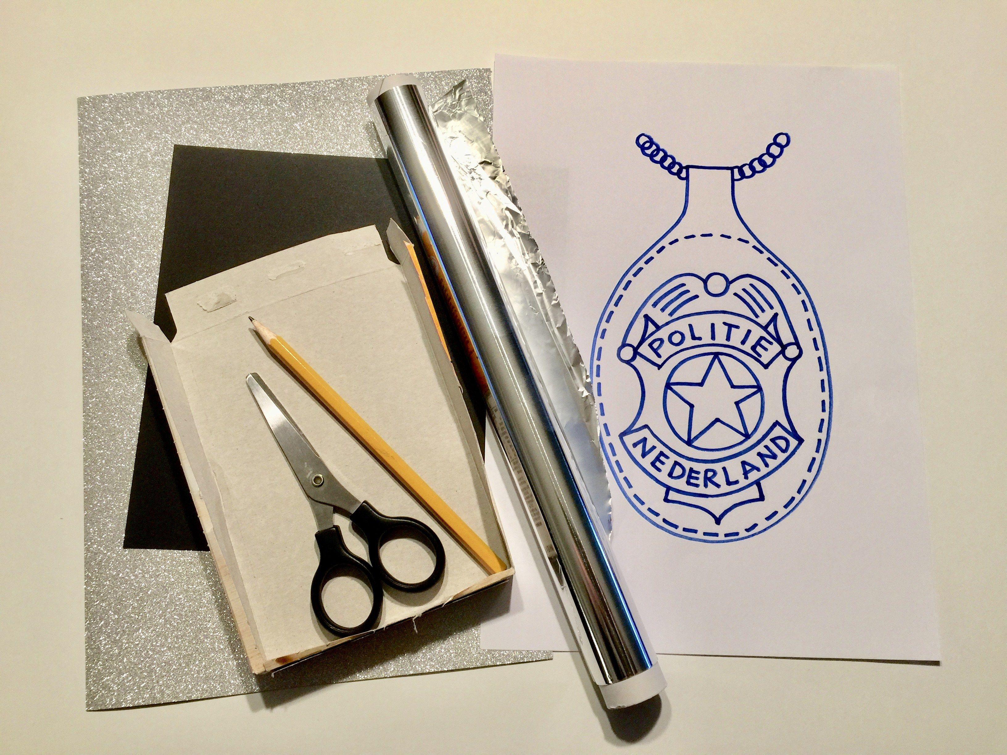Politiebadge Knutselen Politie Knutselen Creatief Kleurplaat Kleurplaten De Knutseljuf Ede In 2021 Politiebadge Politie Thema