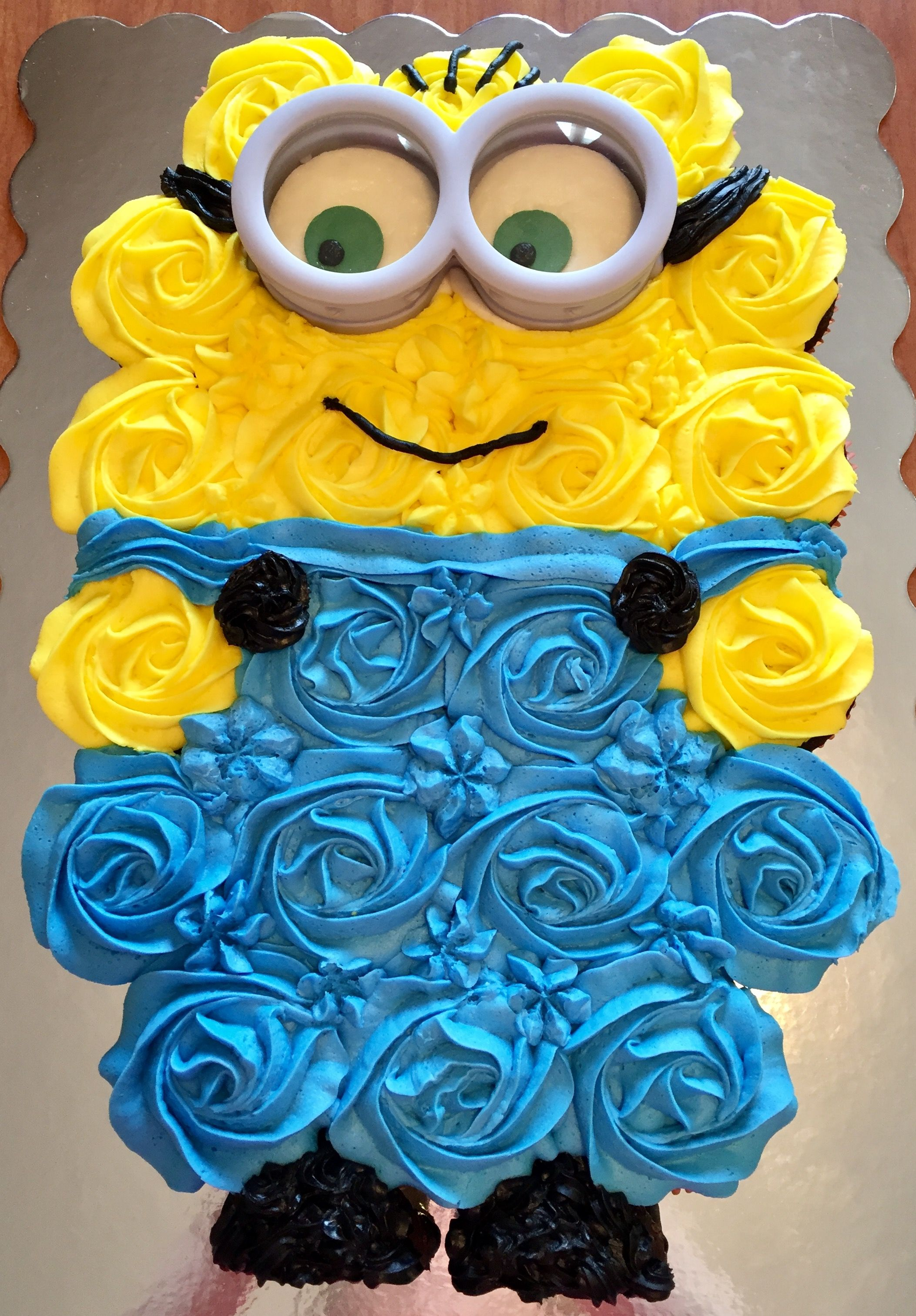 Magnificent Minion Pull Apart Cupcake Cake With Images Pull Apart Cupcakes Personalised Birthday Cards Paralily Jamesorg