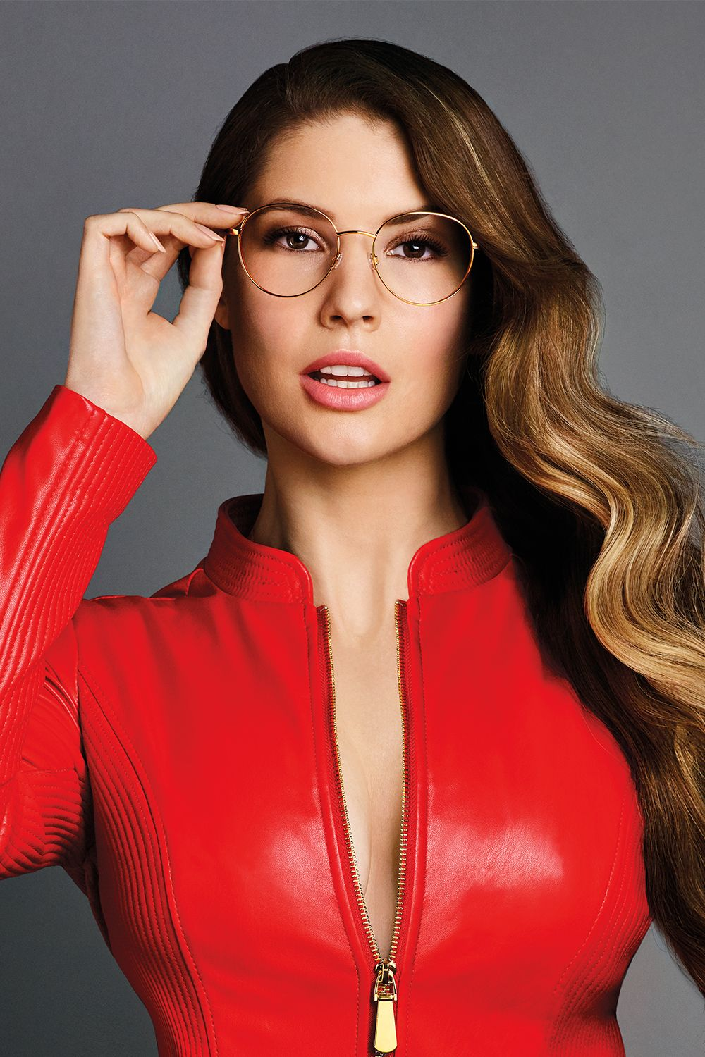 07fc196d56269 Update your eyewear this season with the  GUESSEyewear fall collection. See  style inspiration from celebrity influencer Amanda Cerny
