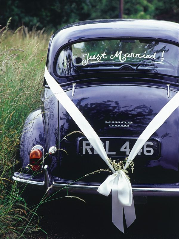Looking For Some Cute Just Married Wedding Car Ideas Here S 18 Fun Ways To Decorate Your