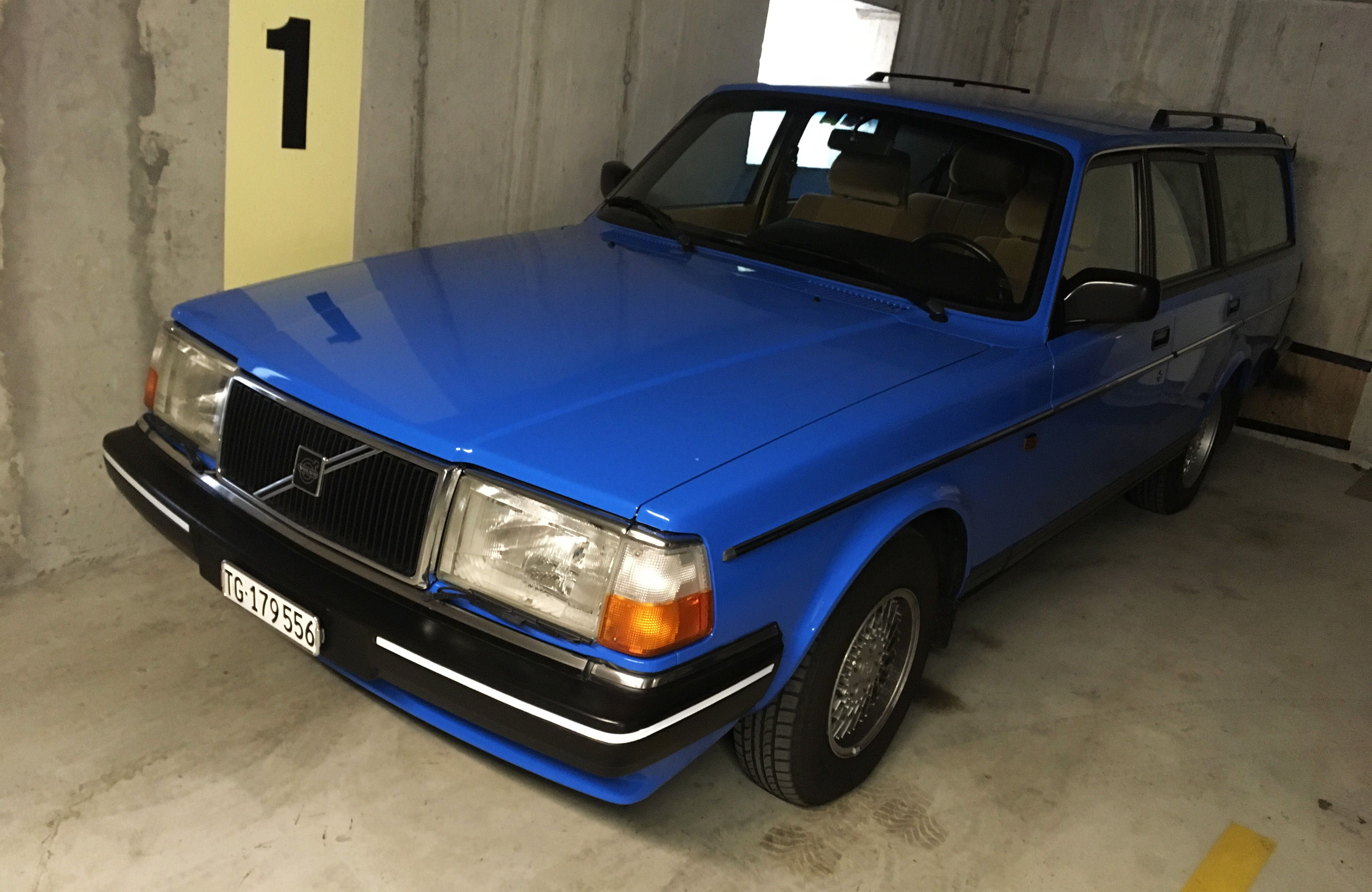 Volvo 240 Kombi blau