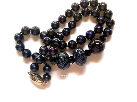 56e6ee6ac5e72 Listing: Necklace with round blue/black freshwater pearls, Black ...