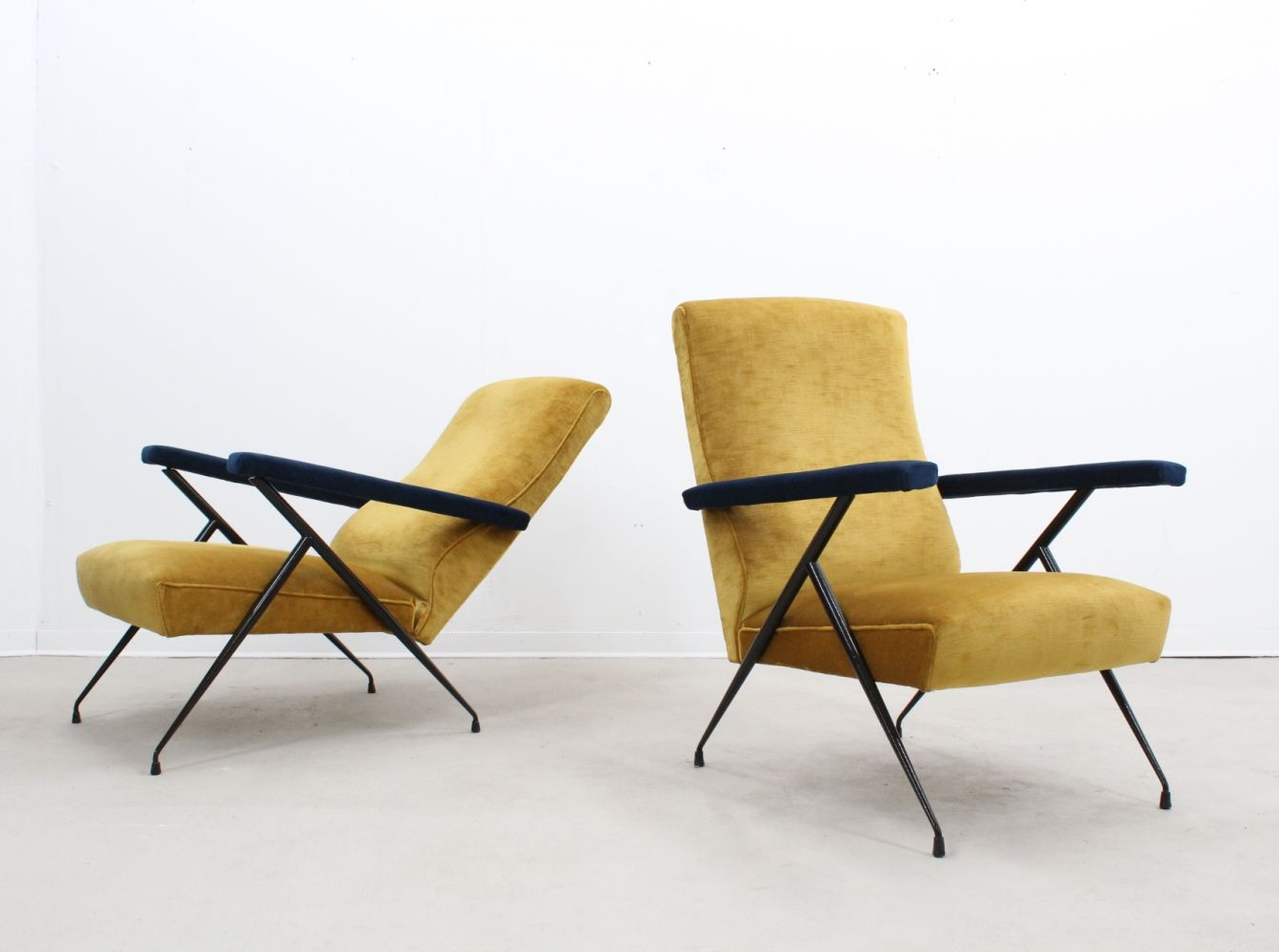 For Sale Mid Century Italian Design Reclinable Armchairs 1950s Chair Reclining Armchair Armchair