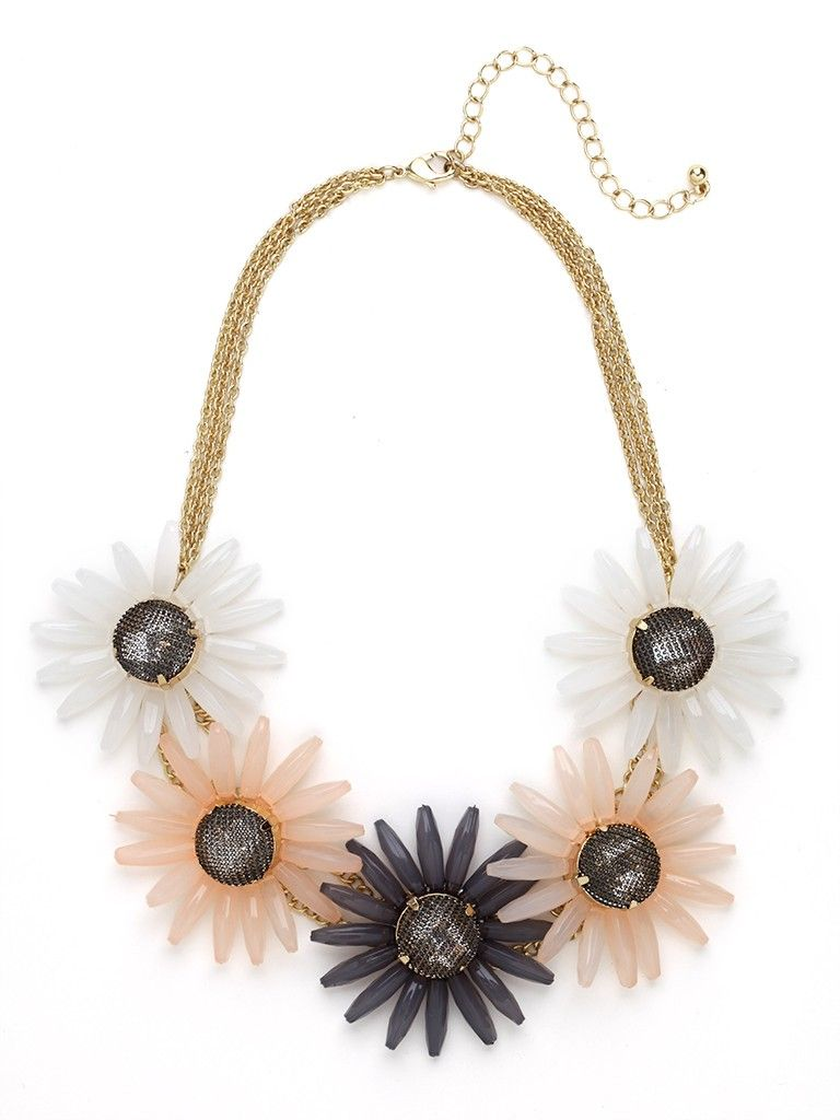 Opt for the charming refinement of this knockout statement necklace. It features a gorgeous bouquet of daisy accents crafted from cool frosted gems, and there's the lovely gold chain work, too.