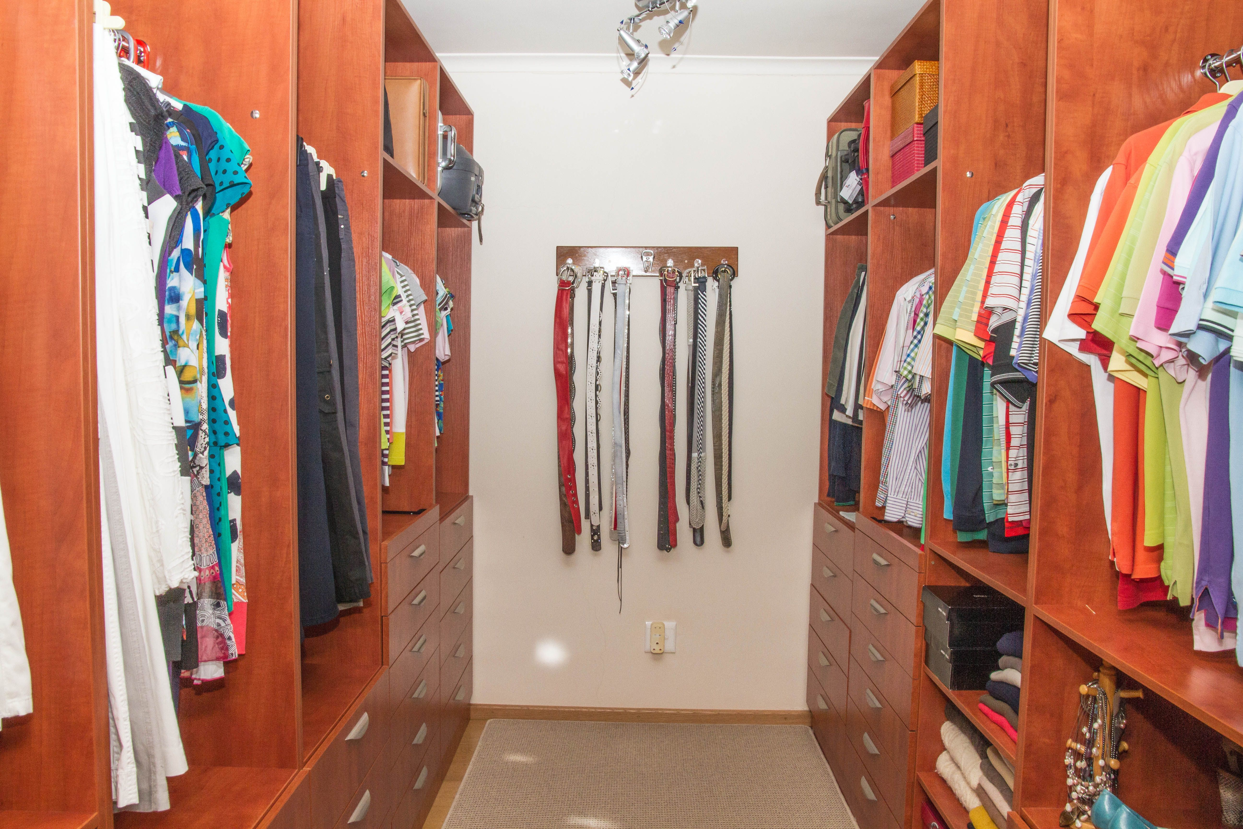Best The Main Bedroom Is Comprised Of A Walk In Closet An 400 x 300