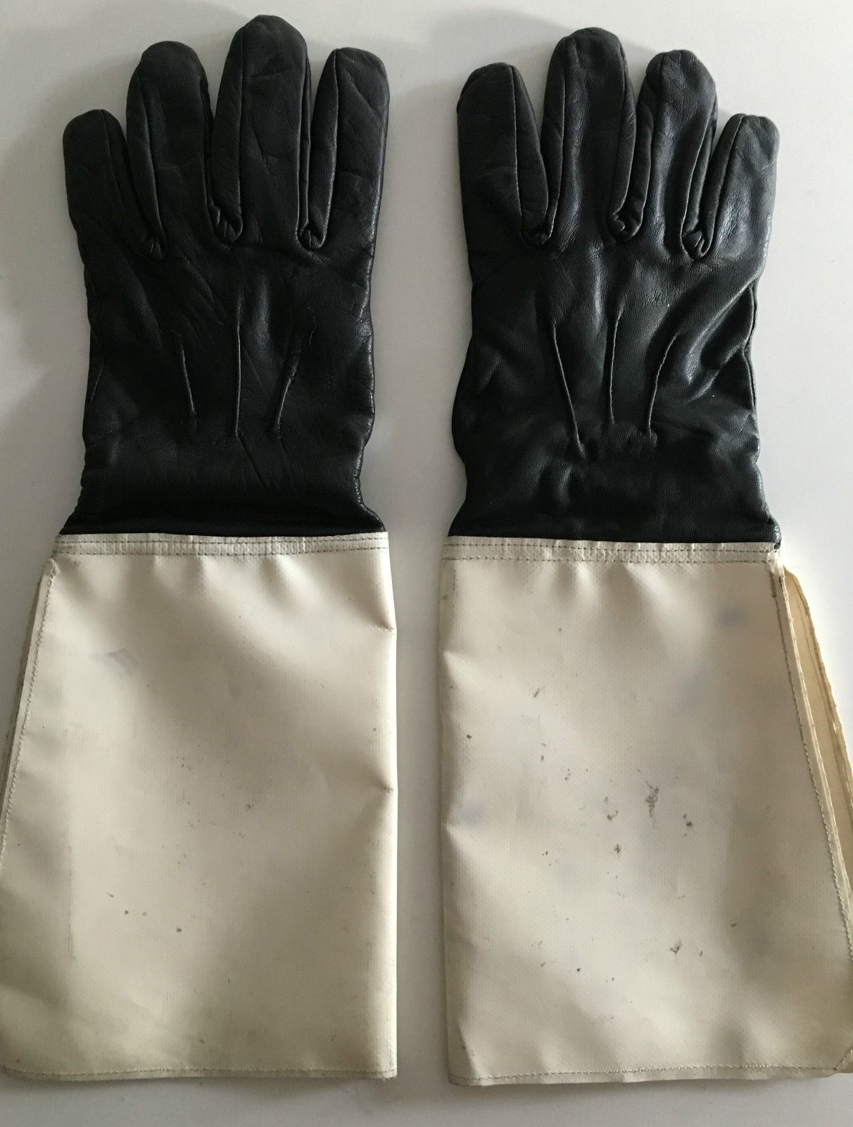 Black leather uniform gloves - Black Leather