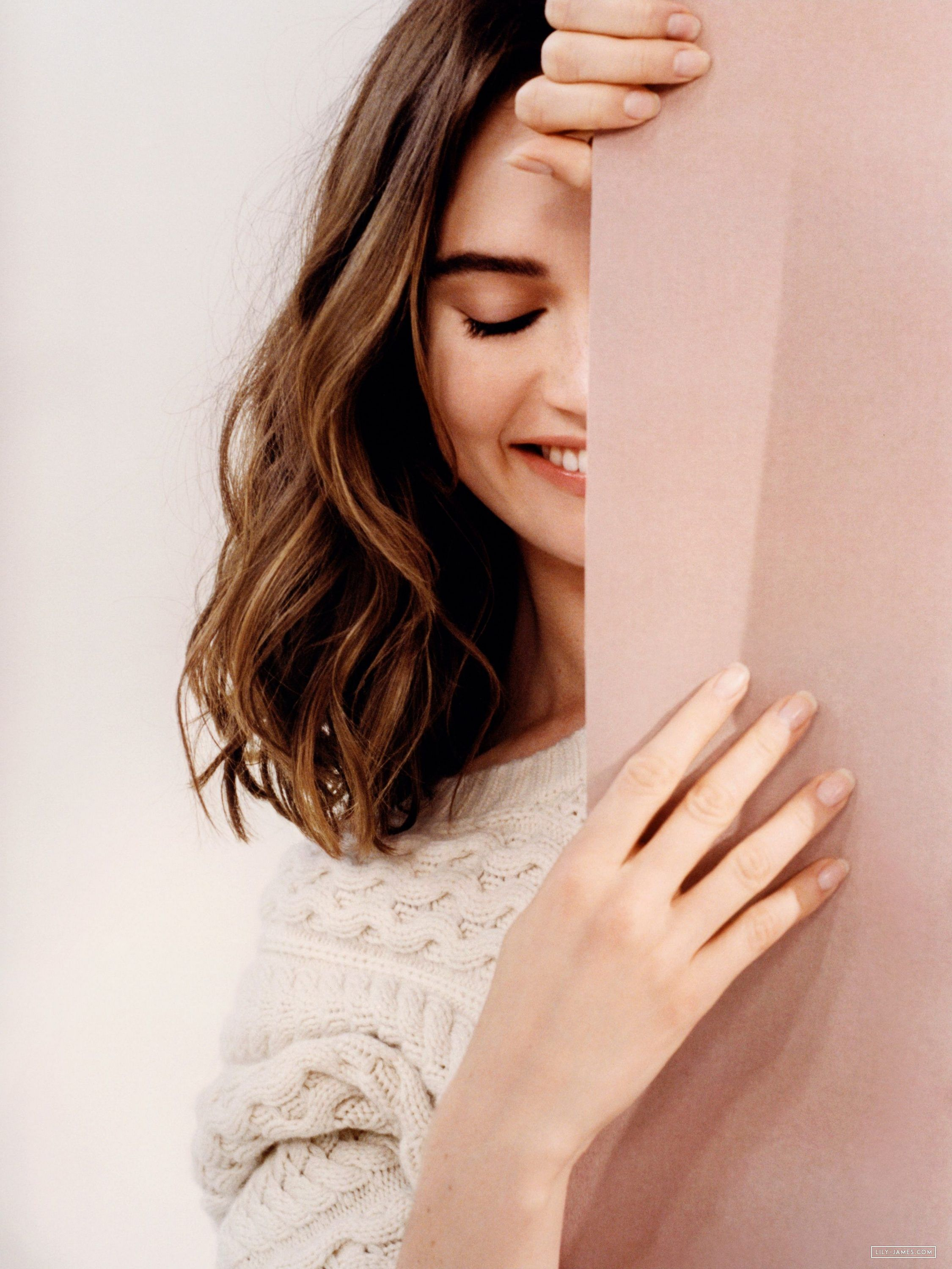 My Burberry Blush Lookbook 009 Lily James Online Photo