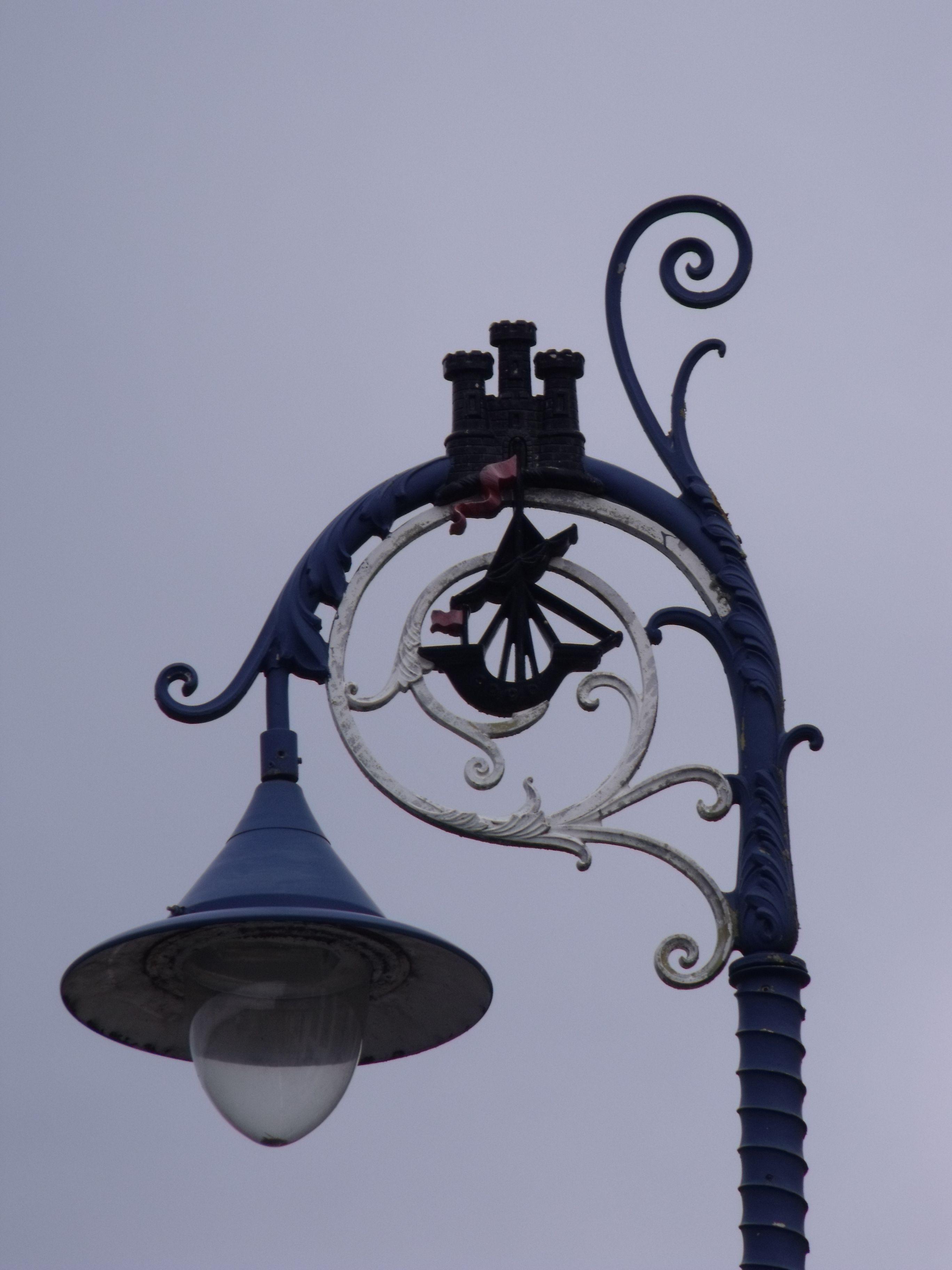 Une collection de 30 lampadaires d'exterieur venus de ...