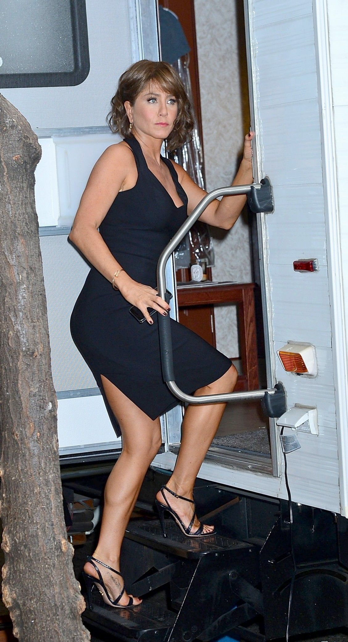 Baby game young jennifer aniston legs