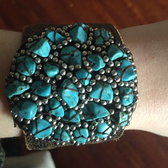 Adjustable leather cuff with turquoise beads Leather cuff with turquoise and silver beads. Adjustable. Jewelry Bracelets
