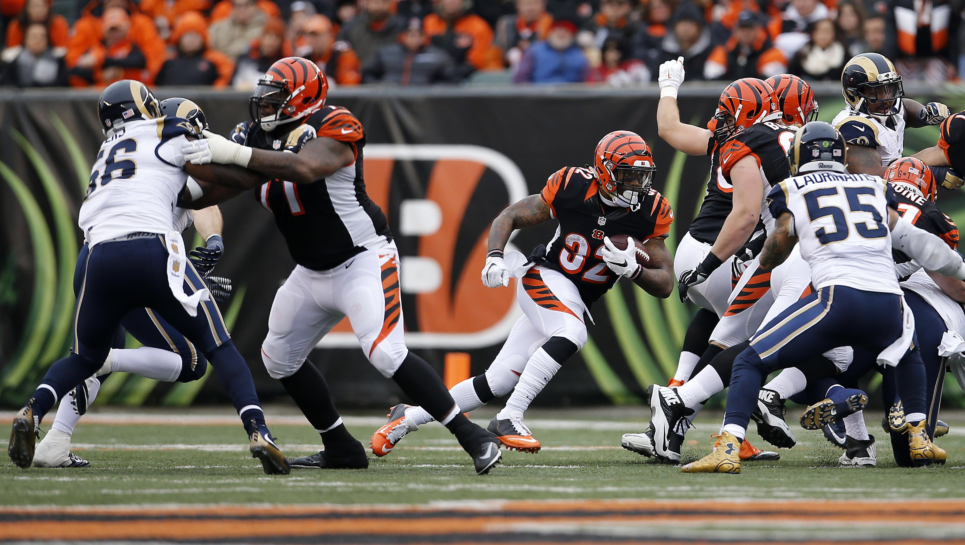 Cincinnati Bengals running back Jeremy Hill (32), center