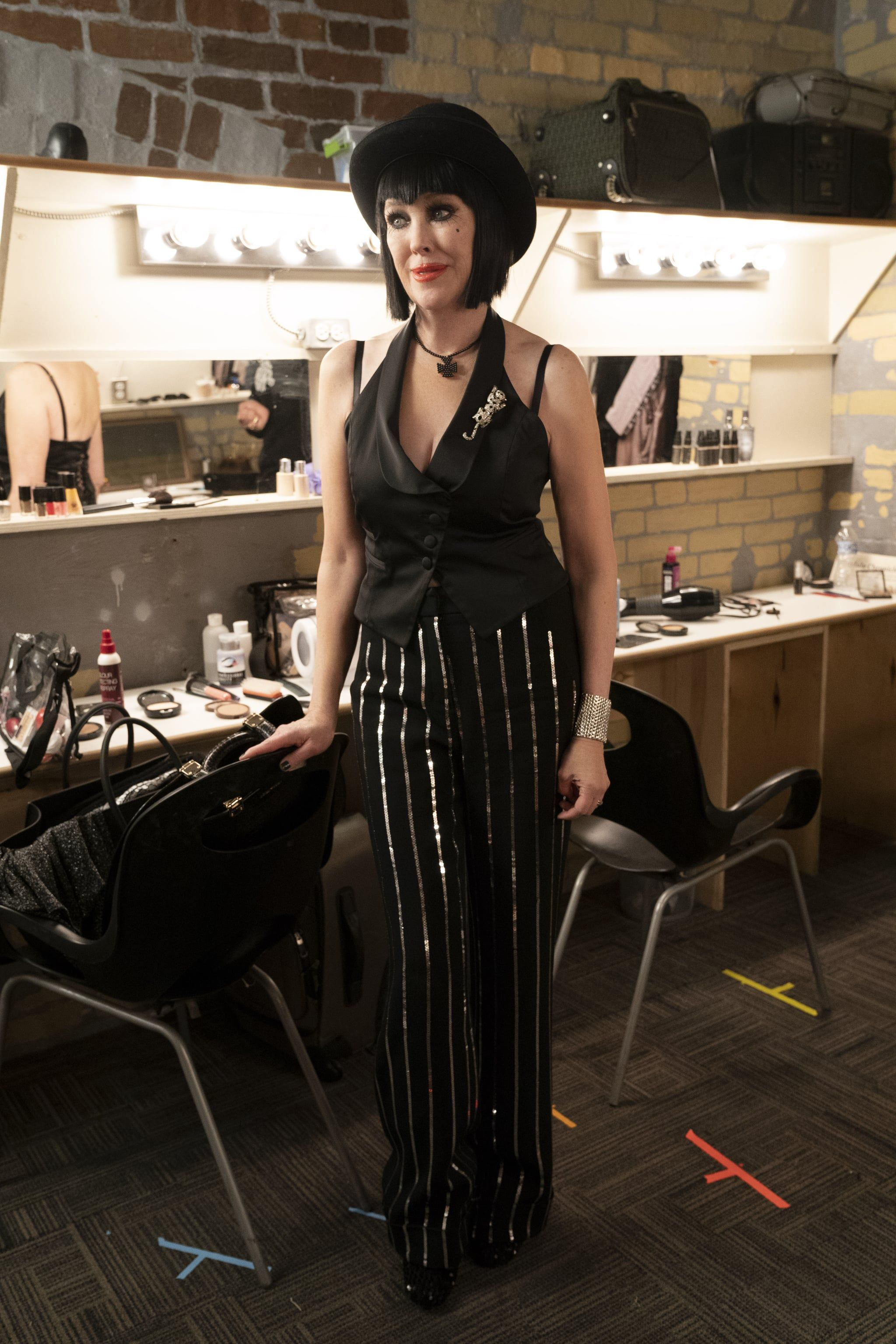 Moira as Sally Bowles in 2020 | Schitts creek, Tv show outfits, Fashion tv