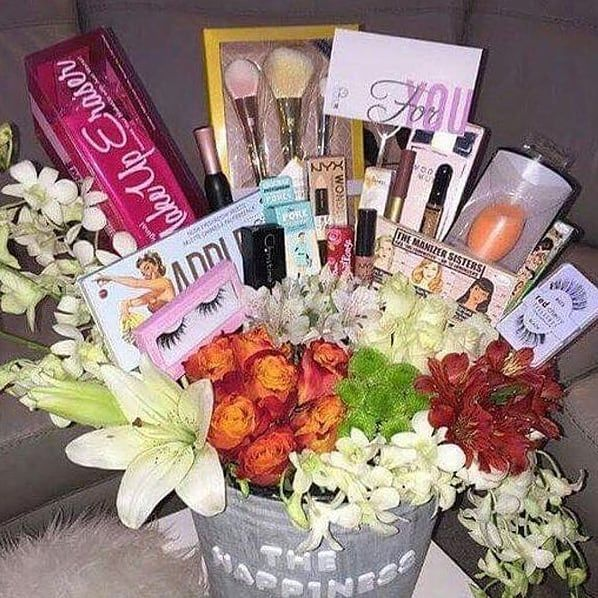 #homeaccessories #homeaccents Wish to surprises your loved ones with makeup bouquet Contact 9899007620#corporateevents #corporategifting #homeaccessories #personalgifts #weddingideas #weddinggiftsidea #trousseaupacking #weddingproduct #babyshowerideas #giftpackingideas #homedecor #eventplanner #birthdaythemes #gifting #giftconsultant #consulting#events#decoration#weddingsareepacking #menandwomenclothpacking #decoratedweddingpacking #weddingthemepacking#ganeshotshavdecoration#ganpatidecorations#g