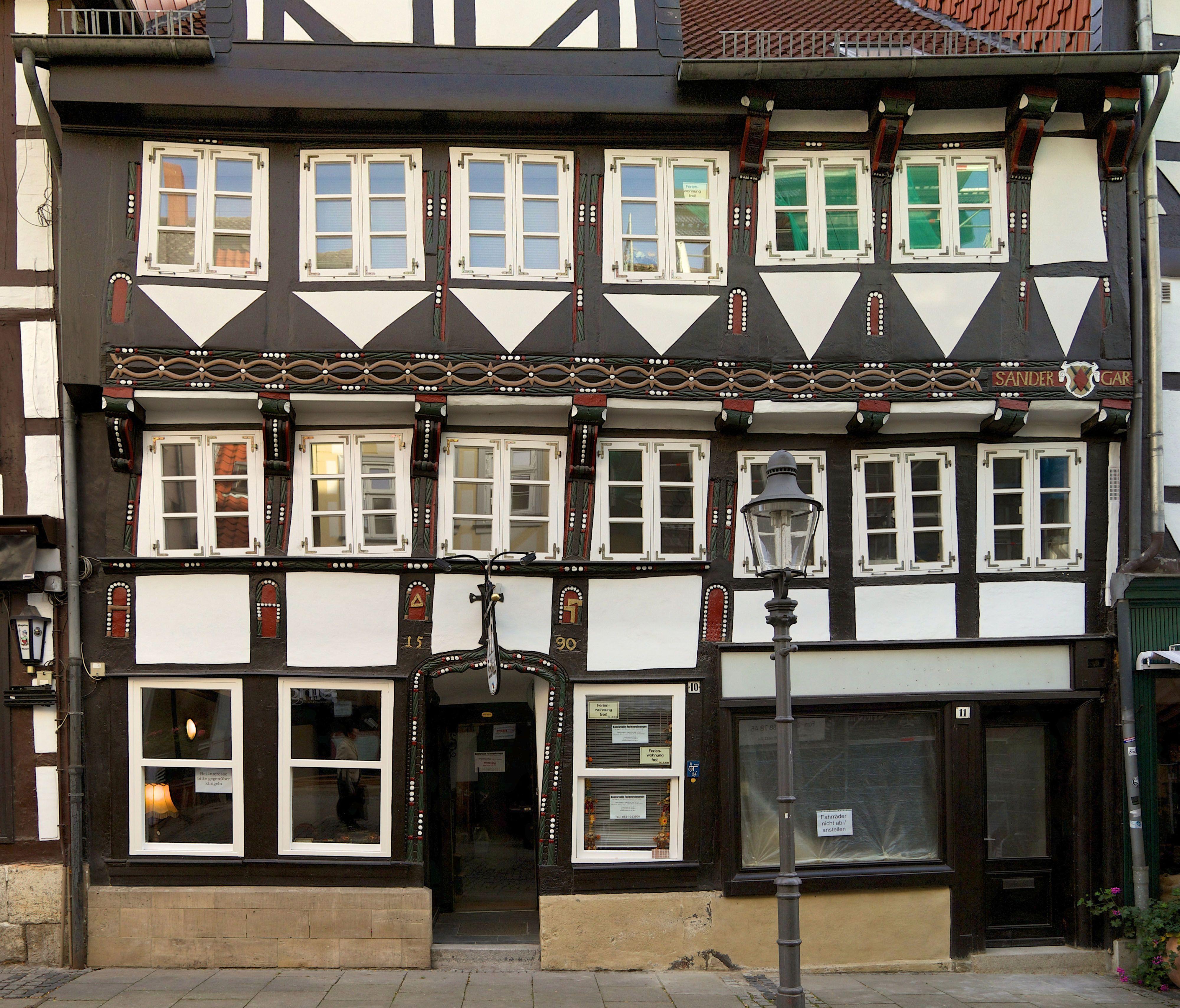 1590 Steht In Goldenen Ziffern An Der Hauswand Dieses
