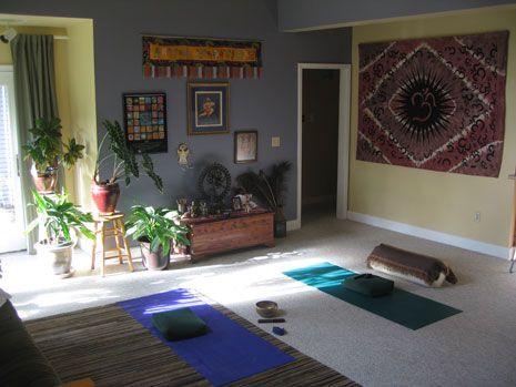 les 25 meilleures id es de la cat gorie studios de yoga la maison sur pinterest studios de. Black Bedroom Furniture Sets. Home Design Ideas