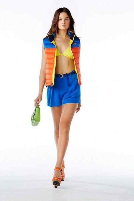 Polo Ralph Lauren - New York Moda Haftası İlkbahar Yaz 2015 - Ralph Lauren'in ilk Polo çizgili kadın giysilerinin tanıtımı 4D holografik show ile gerçekleşti. New York moda haftasının devam ettiği bu günlerde ünlü Amerikan markasının 2015 ilkbaharı için tasarladığı koleksiyonu;