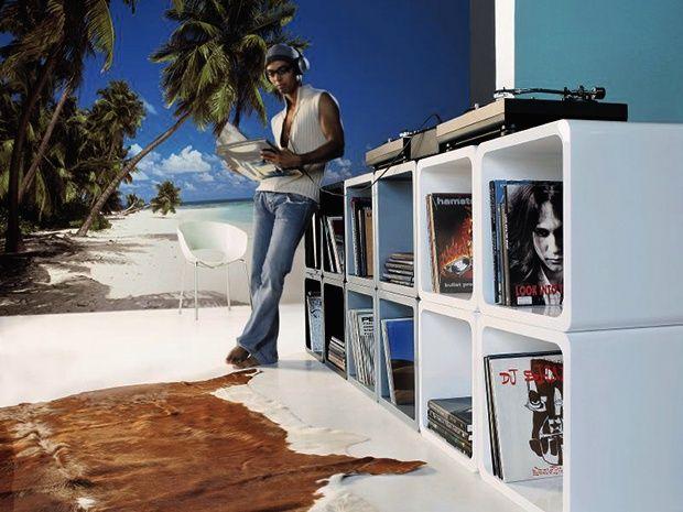 Die Komar Fototapete Malediven bringt Urlaubsfeeling in die eigenen vier Wände. Das täuschend echt wirkende Strandbild im XXL-Format setzt besondere Akzente und unterstreicht eine entspannende Wohnraumgestaltung.