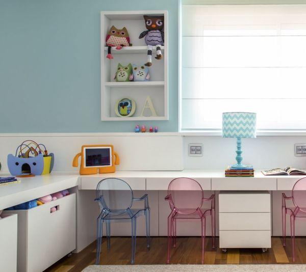 kinderzimmer gestalten lernecke acrylmöbel stühle wandregal