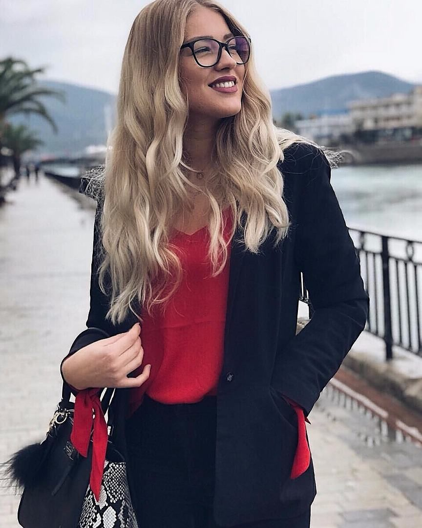 0de5f0ab061  GlassesUSA  glasses  eyewear  vision  fashion  trendy  chic  beautiful   model  holidays  instaphoto  ootd  onceuponanina  christmas. Find this Pin  and ...
