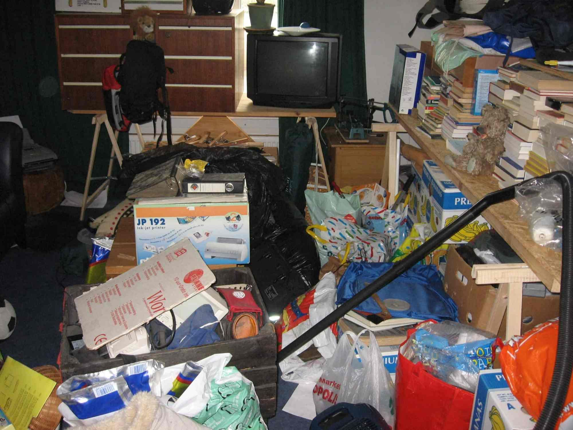 How Do You Know If You're A Hoarder? 20 Symptoms of