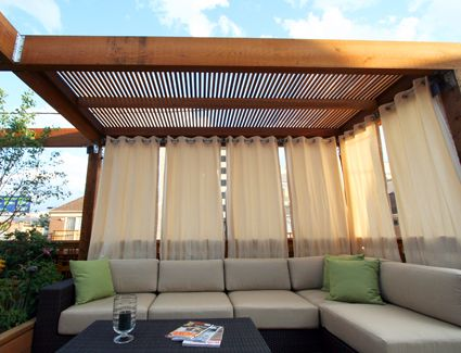 Inspiration aus Kanada Die Vorhänge an der Überdachung zaubern - mediterrane terrassenberdachung