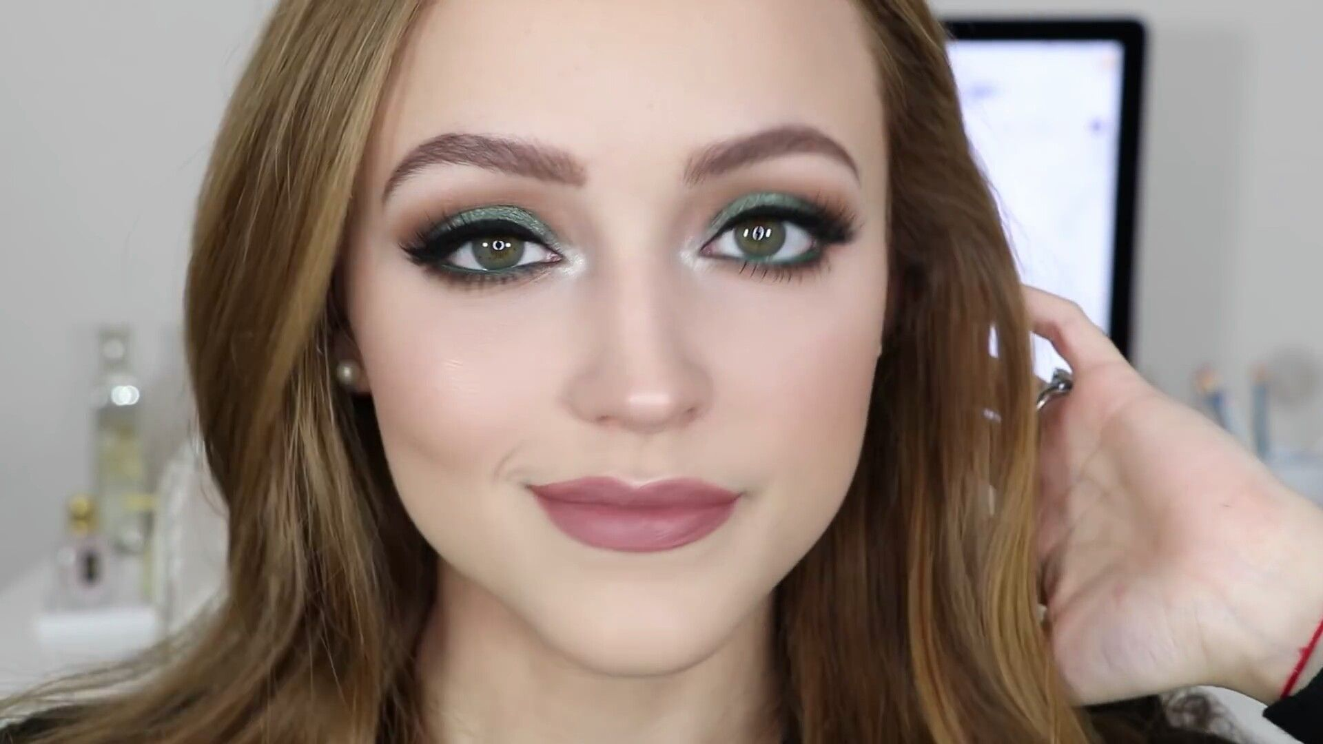 Kathleen Lights emerald eye using her Morphe pallet. Love