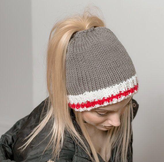 Tuque queue de cheval bonnet bas de laine trou cheveux chignon
