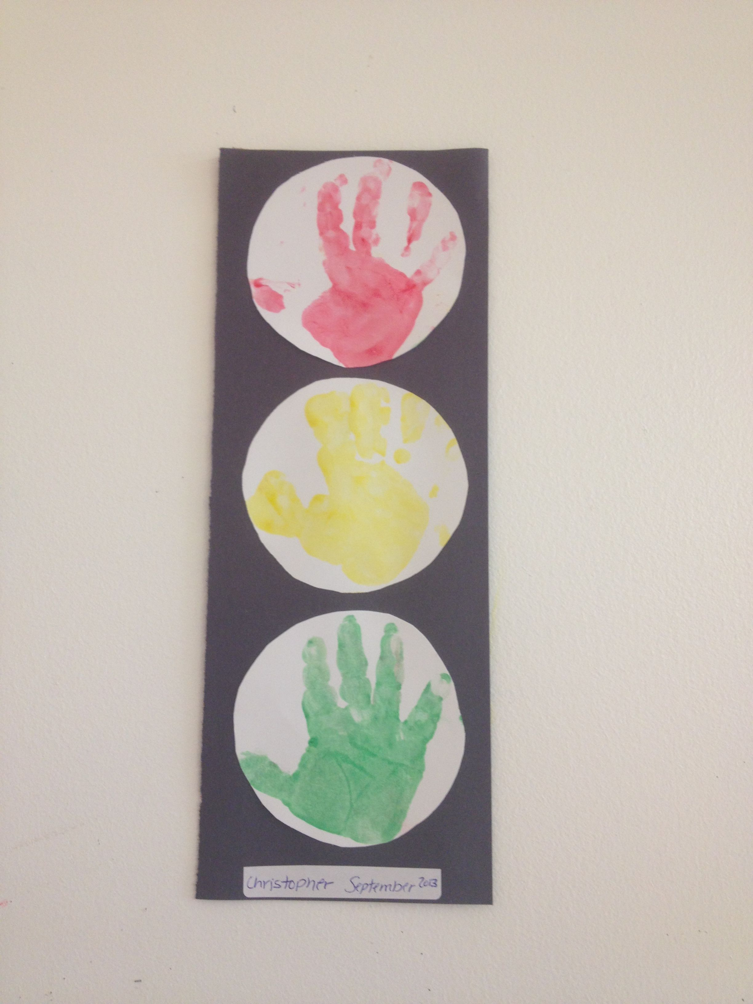 Transportation theme hand print stop lights work for Transportation crafts for preschoolers