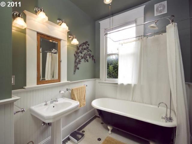 craftsman bathrooms | Craftsman bathroom--Claw foot tub. Bigger ...