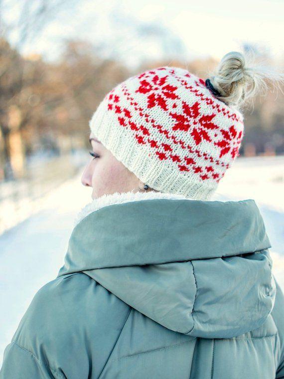Messy bun beanie Hat with ponytail hole Beanie hat for women Knit messy bun hat  Ponytail beanie Ladi 5543ef6095d