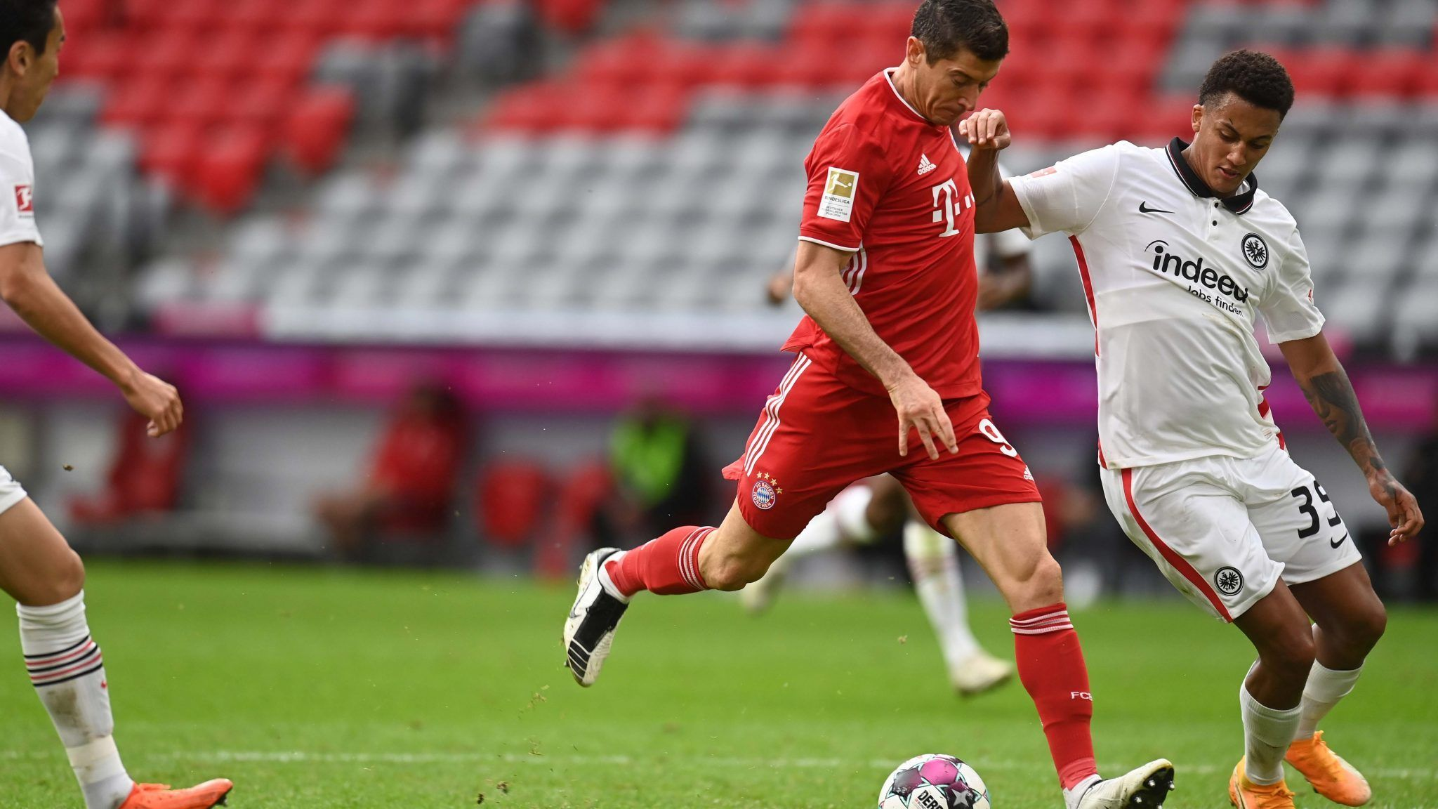 Lewandowski Hits Hat Trick As Bayern Munich Rout Frankfurt Bayern Munich Bayern Lewandowski