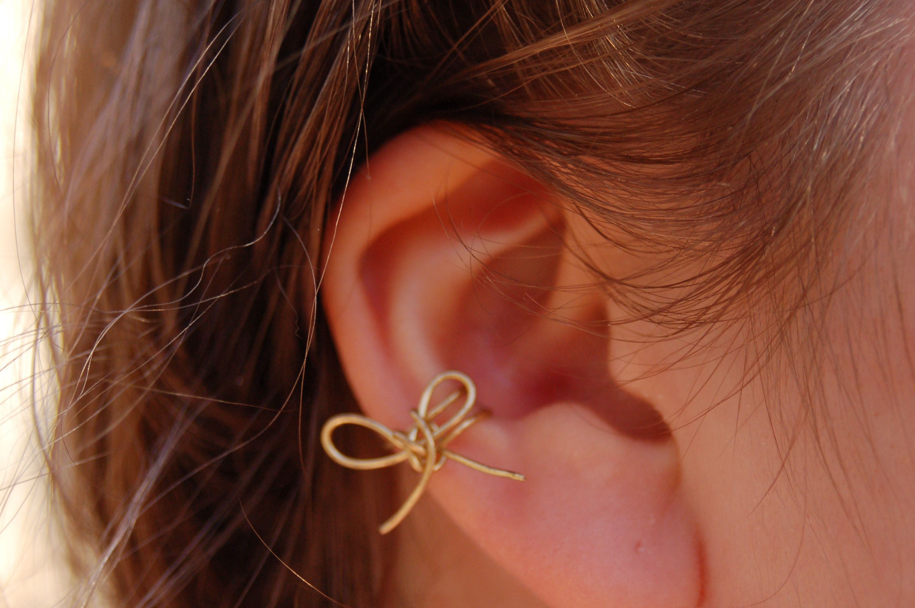 This is my ear cuff, made it yesterday morning :) Its gold wire, folded in half to make the cuff, then I made a wire bow and slipped it on.  :D I really like it, and I'm making one for @Bascha Jacques soon!