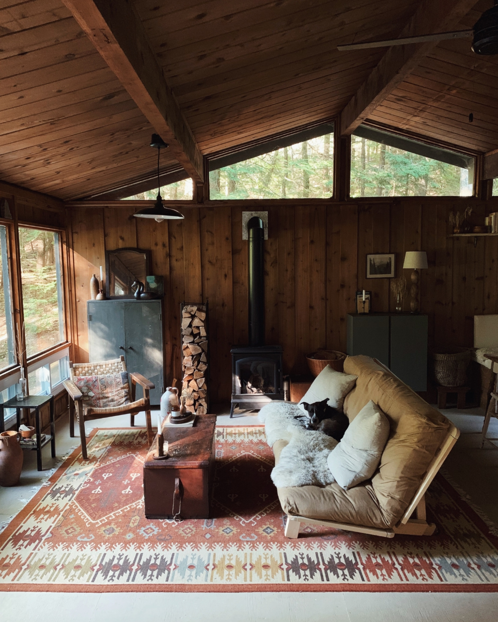 Unplugged A Young Couple S Diy Totally Off The Grid Cabin In The New Hampshire Woods Remodelista Cabin Living Room Cabin Living Cabin Interiors