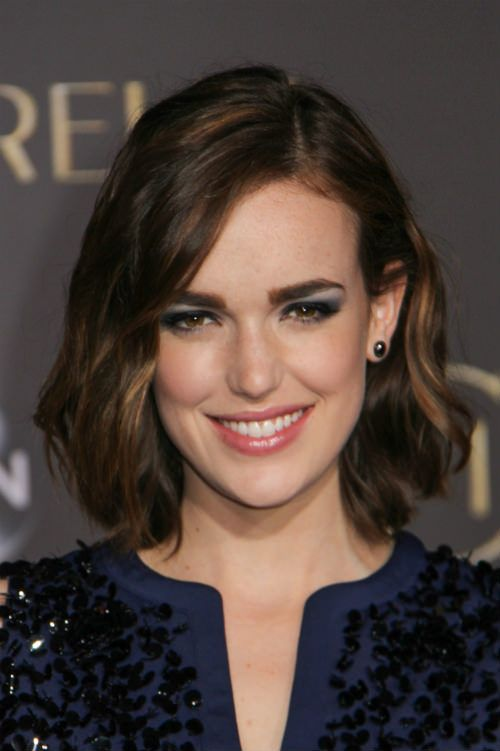 How to Style Elizabeth Henstridge Long Bob Wrap sections of hair