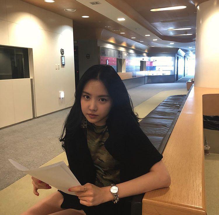 Pin oleh IdolMaker di Apink Naeun | Gadis tumblr, Gadis ...