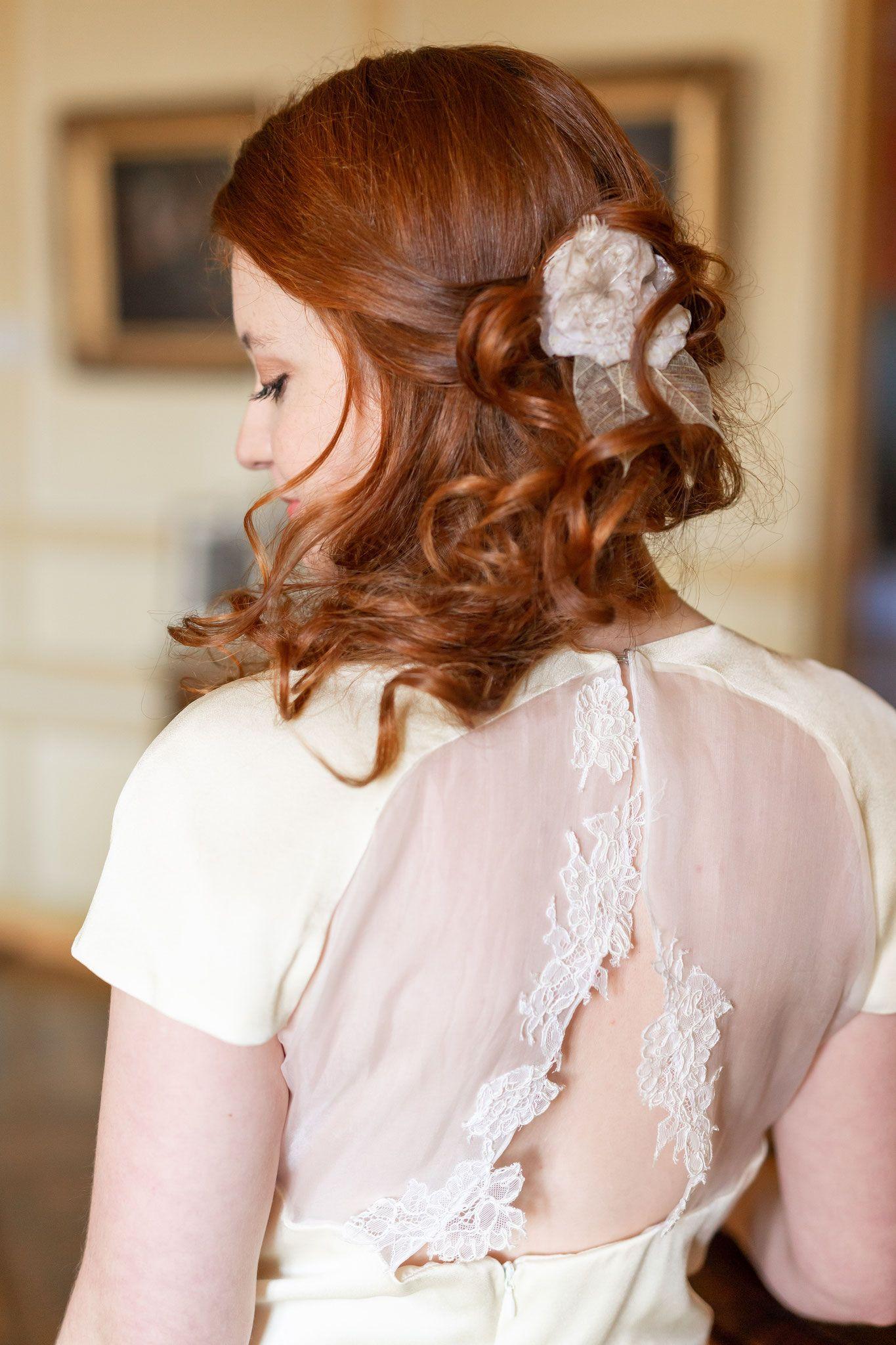 Epingle Par Soline Du Puy Sur Soline Du Puy Les Bijoux De Tete Robe De Bouquetiere Mariage Princesse Coiffure Avec Headband
