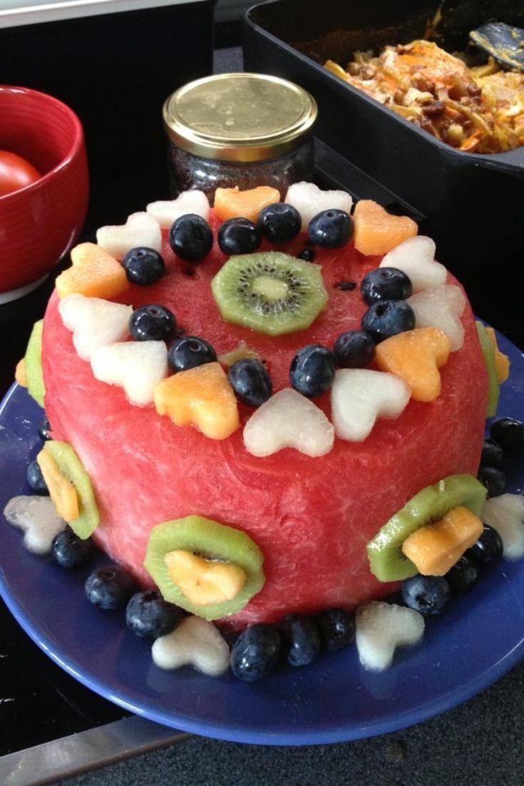 Gesunde Wassermelonen-Obsttorte zum Kindergeburtstag Buffet [Rezept]