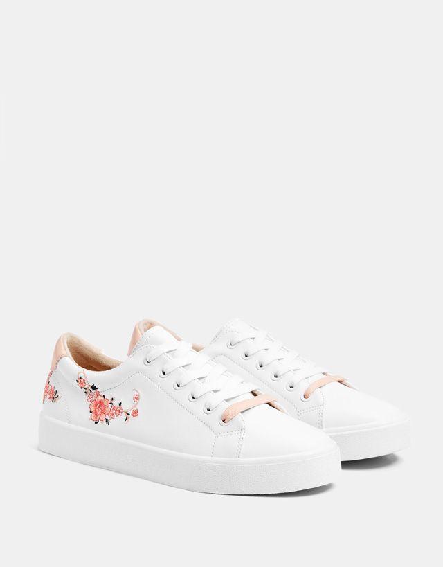 debb9408532 Zapatilla blanca bordados. Zapatilla blanca bordados Zapatillas De Moda  Mujer, Bordado Zapatillas, Zapatillas Vans, Zapatos Botines