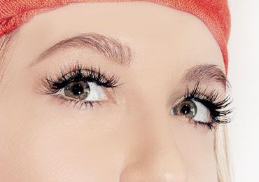 how to apply fake eyelashes with images  how to apply